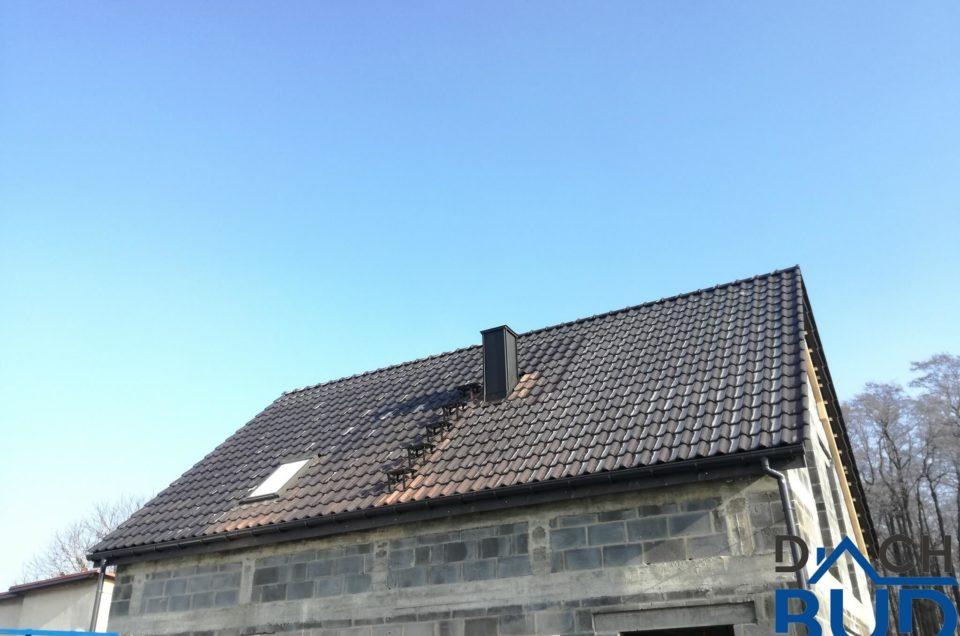Dach kryty dachówką ceramiczną BRAAS Rubin 13V